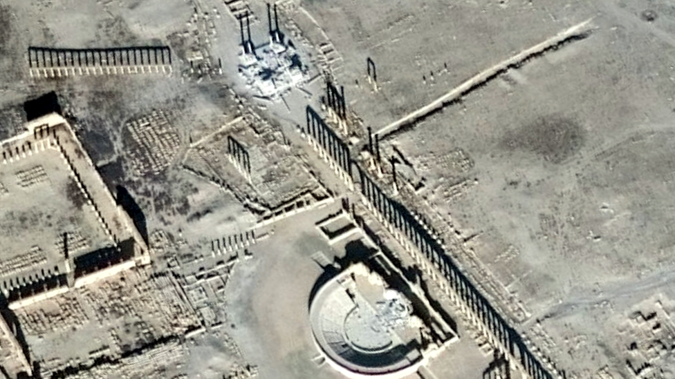 Syria: IS destroys part of Palmyra's Roman Theatre