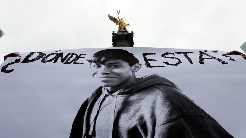 Un cartel con la foto de Marco Antonio Sánchez