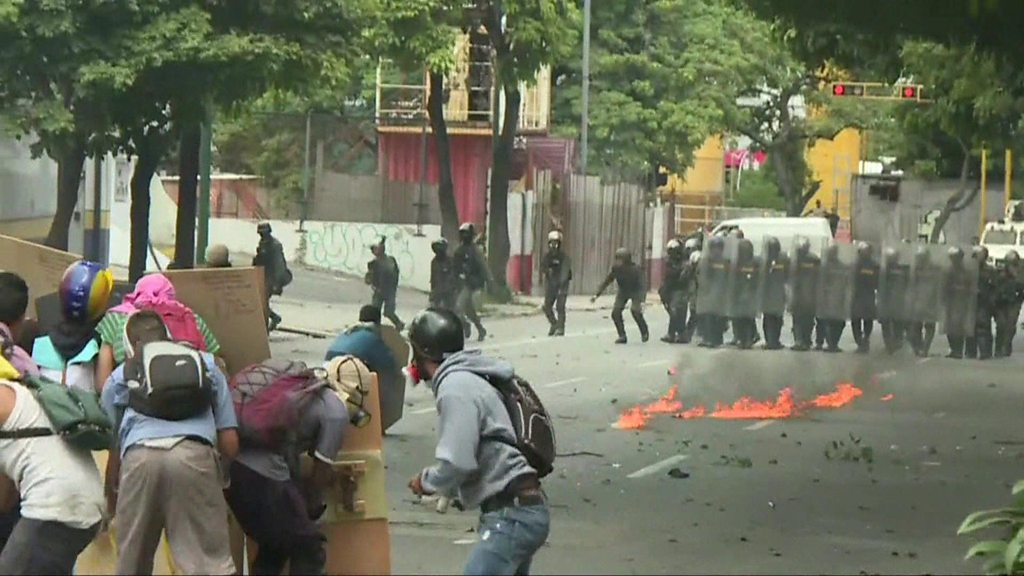 Venezuela: Protesters clash with police during 48-hour strike