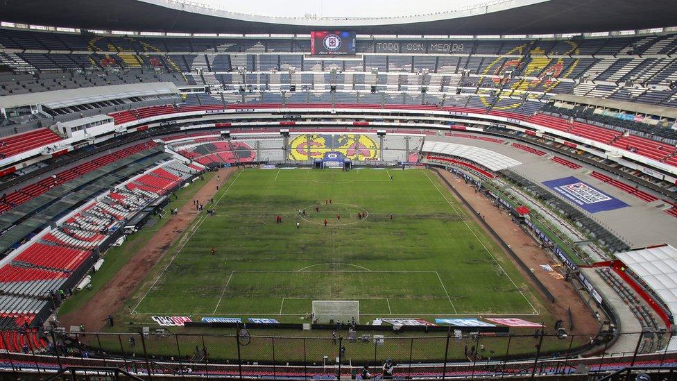 """Estadio Azteca: el césped y otros 3 factores que llevaron al """"majestuoso ..."""
