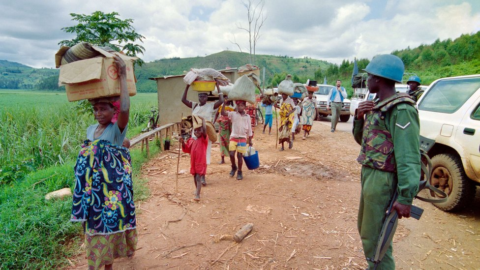 Rwandan refugees flee violence in 1994