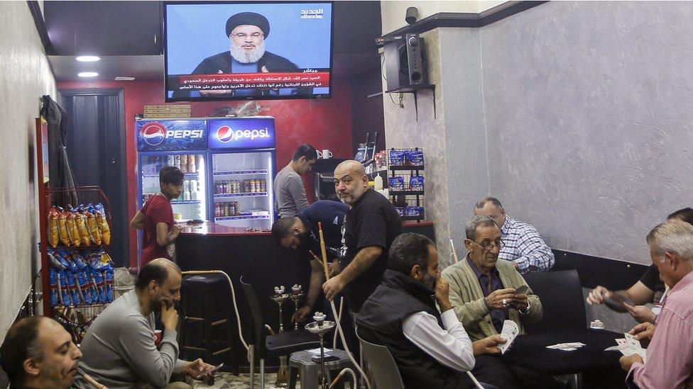 Hassan Nasrallah en un discurso televisado visto en Beirut