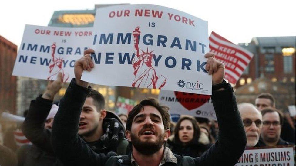 Banyak warga Amerika yang menentang kebijakan Trump soal imigran.
