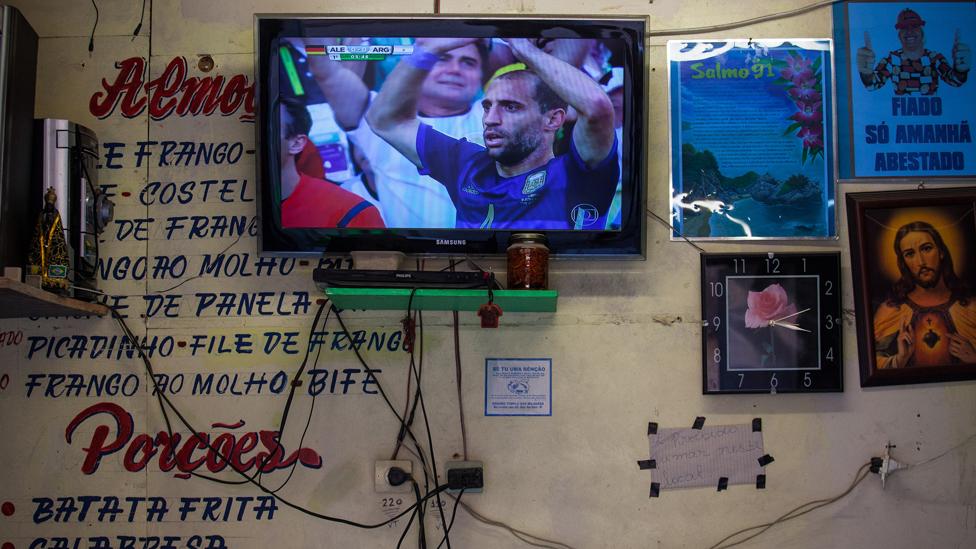 En todos los países el fútbol de la selección nacional conmueve a millones. Pero en Argentina algunos creen que la selección fue remplazada por los clubes y que, como en todas partes, es una afición de hombres.