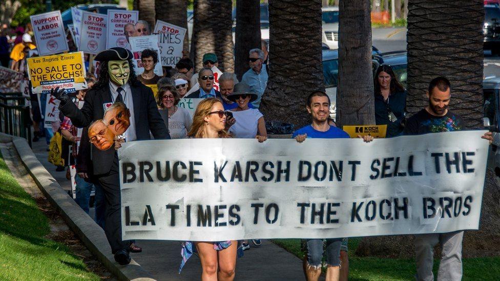 مظاهرة ضد شراء الأخوين كوك لـ صحيفة لوس أنجليس تايمز