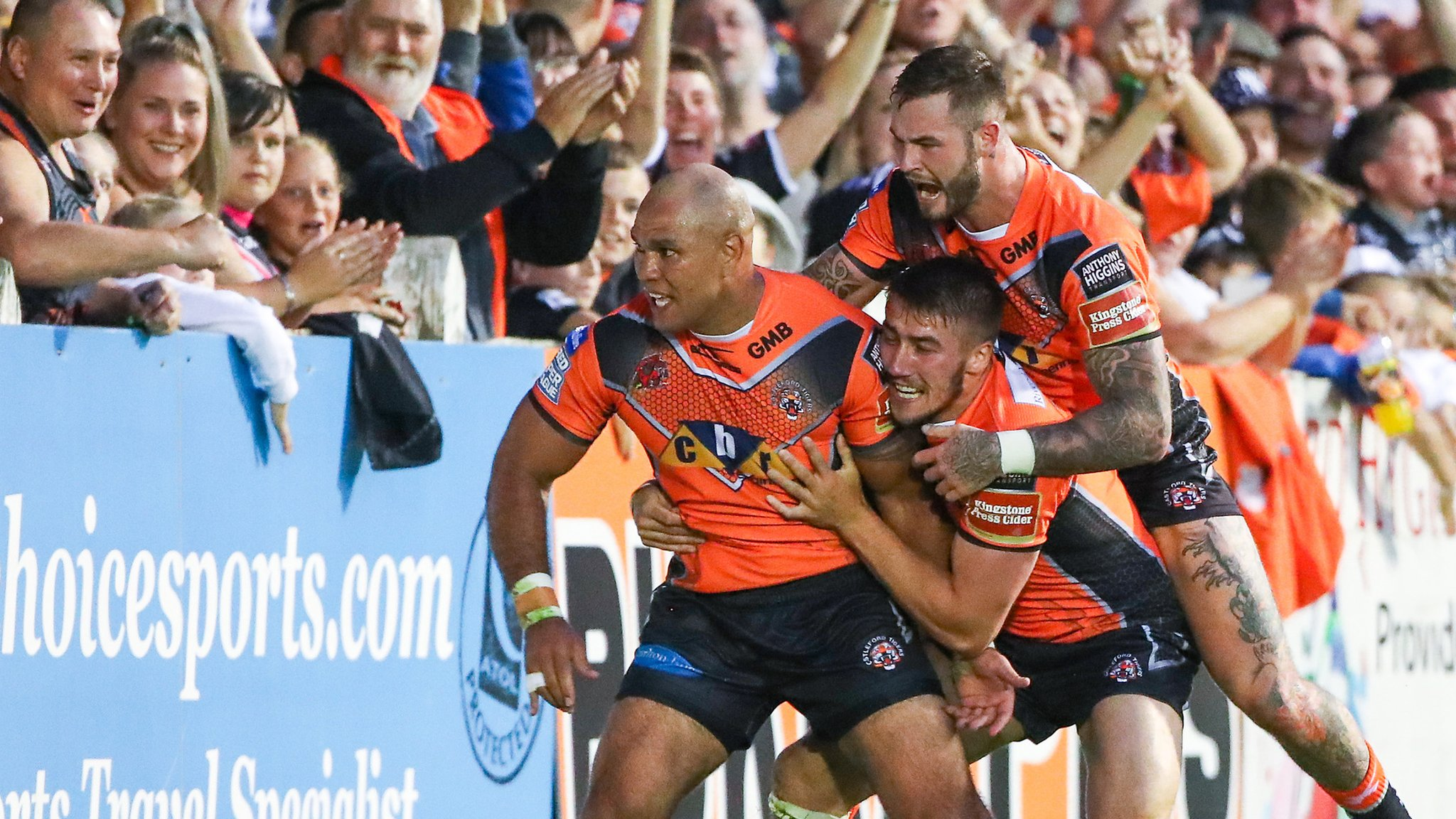 Webster scores four tries as Castleford clinch League Leaders' Shield