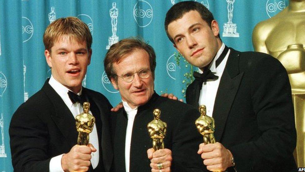 Williams, Matt Damon y Ben Affleck con su Oscar.