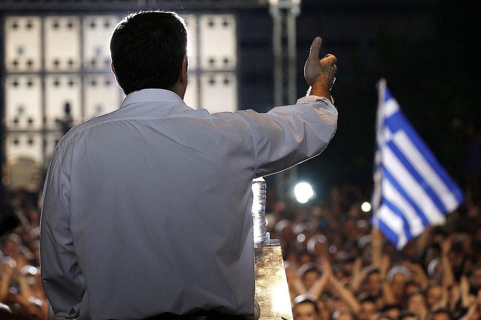 Petros Márkaris no tiene fe en que los políticos griegos vayan a solucionar la crisis en la que está sumida el país.