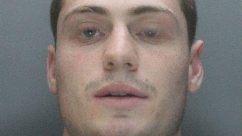 <![CDATA[Liverpool killer Shaun Walmsley in armed escape]]>