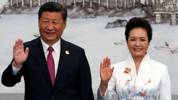 شي جيبينغ وزوجته