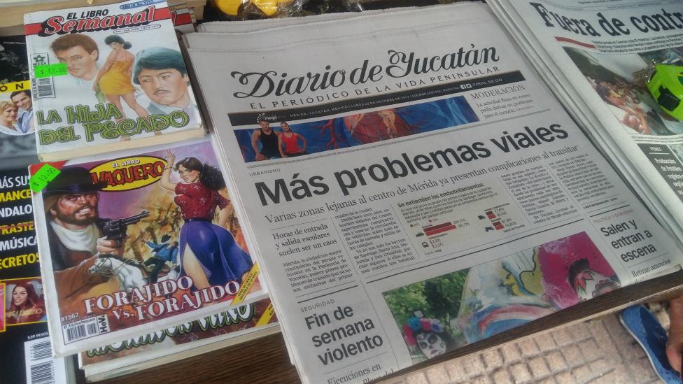Mientras en el balneario de Cancún, a dos horas de distancia de Mérida la noticia principal fue el asesinato de un vendedor de tacos y un ataque armado al canal 10 de televisión, en la Ciudad Blanca lo más destacado en los diarios fue el caos vehicular en el centro.