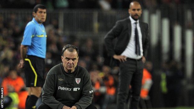 Bielsa y Pep Guardiola se enfrentaron dos veces en La Liga en España, con dos victorias para el técnico catalán y dos empates.