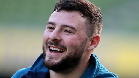 Robbie Henshaw signs contract extension with Ireland
