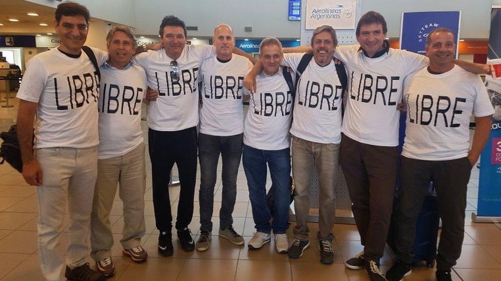 كان من بين الضحايا مجموعة من الارجنتينيين جاءوا الى نيويورك للاحتفال بالذكرى الثلاثين لتخرجهم من الجامعة