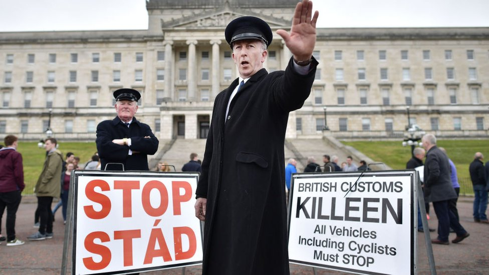 Para muchos, una unión aduanera es clave para la economía británica y para el futuro del acuerdo de paz en Irlanda del Norte.