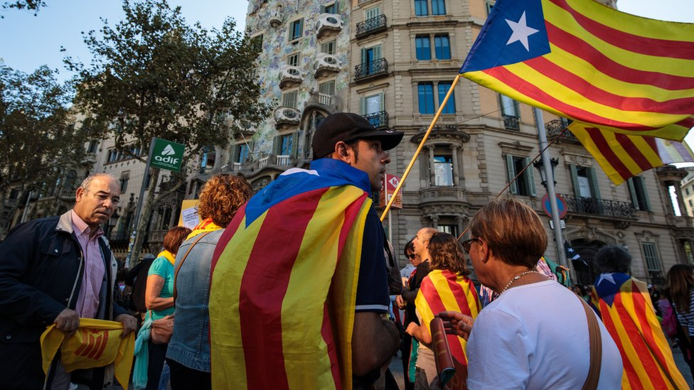 Catalonia independence: Spain pushes to remove leaders