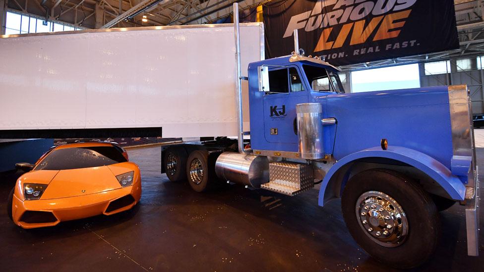 Durante el show hay un choque de autos y el vuelco de un camión.