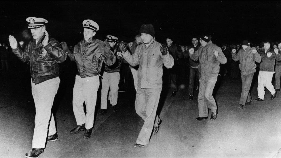 Los marinos de EE.UU. capturados (Foto: KCNA)