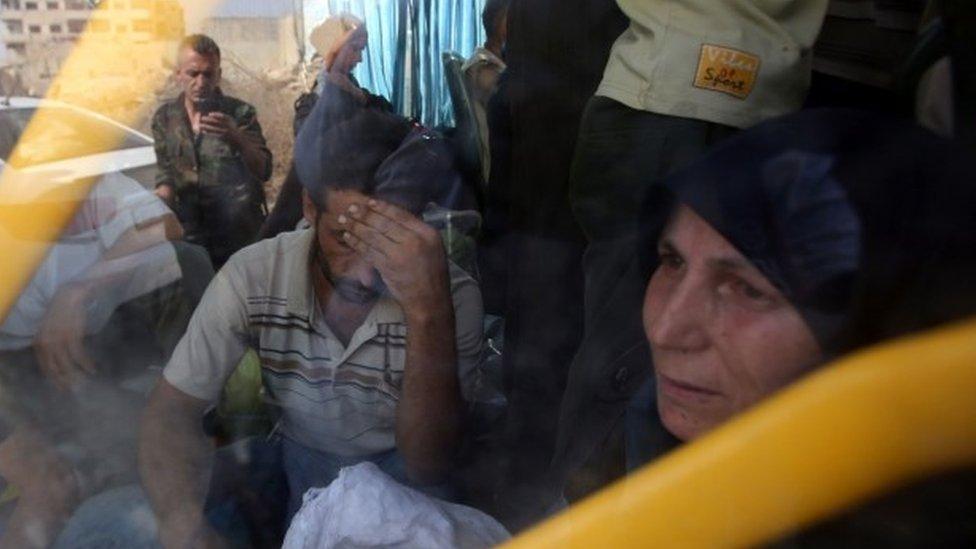 Syria Darayya: Evacuation of siege town begins