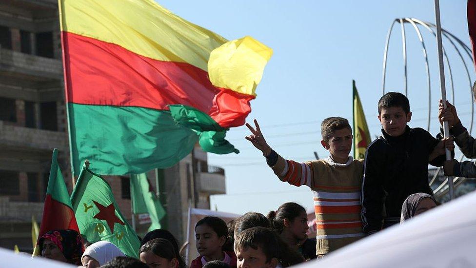 Bandera de las PYD en Rojava