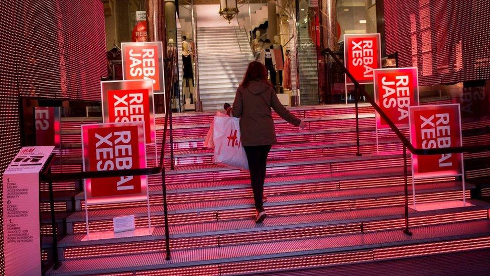 Las ventas a precio de saldo de un exceso de inventario lastraron los resultados de H&M.