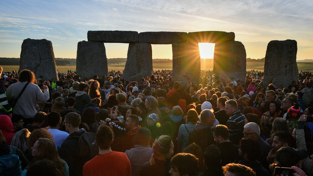 Summer solstice: Thousands gather at Stonehenge for longest day