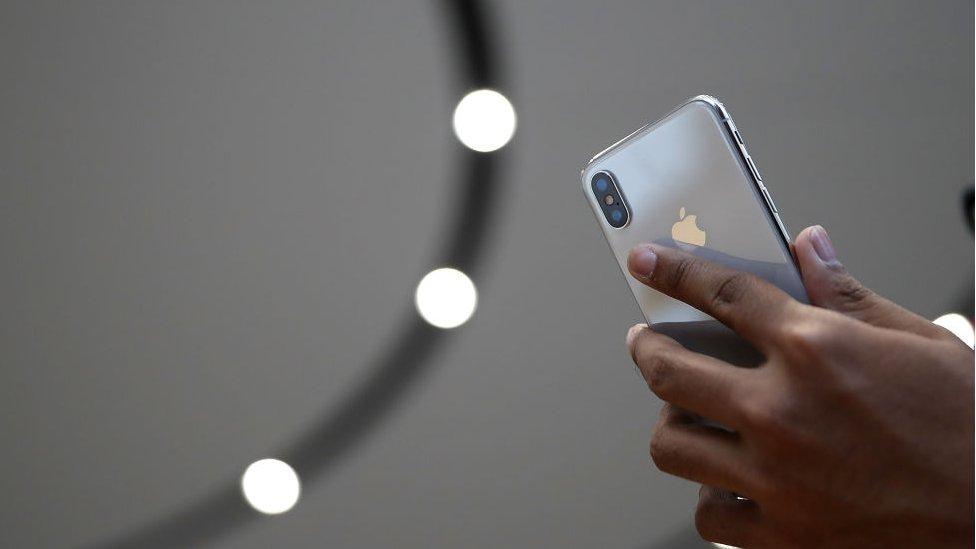 """iPhone X es un gran """"salto"""" para Apple, pero ¿cuán revolucionaria es realmente la tecnología que presenta?"""