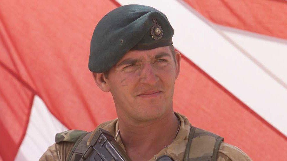 گروهبان بریتانیایی محکوم به قتل شبهعمد عضو زخمی طالبان به زودی آزاد میشود