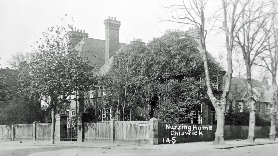 Foto a blanco y negro de la casa Devon Nook en Chiswick.