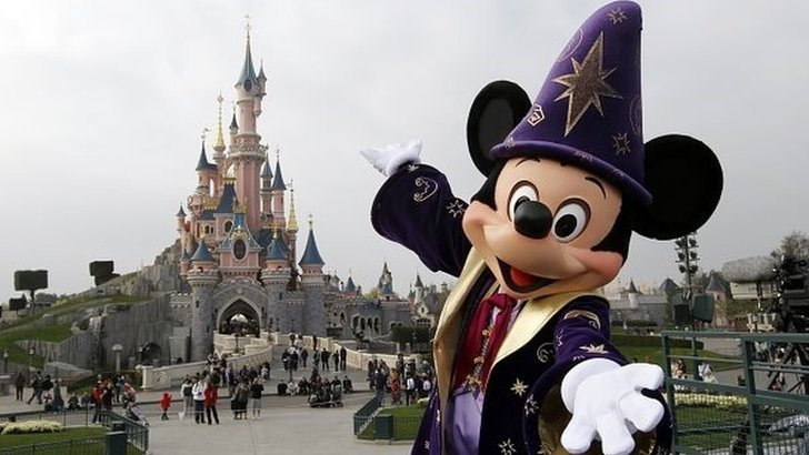 Disneyland Paris is facing a pricing probe following accusations that UK and German customers are being frozen out of promotion available in other European member states.