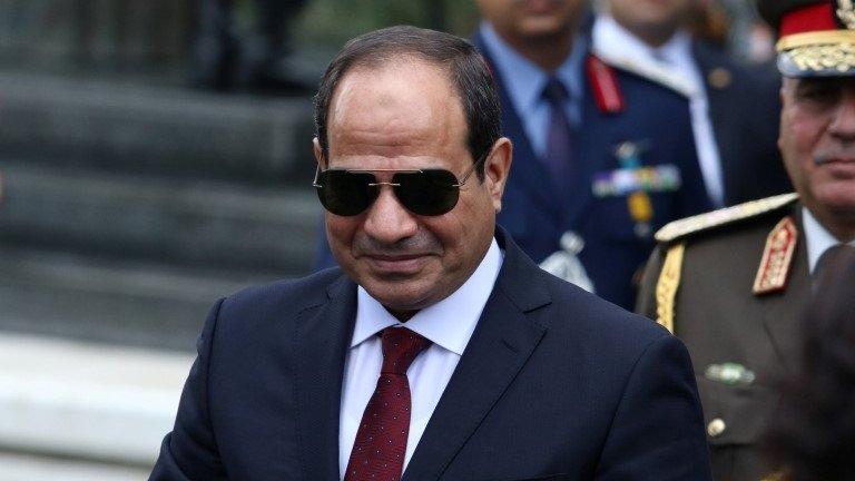الرئيس المصري ورئيس أركان سابق بالجيش يعلنان ترشحهما لانتخابات الرئاسة