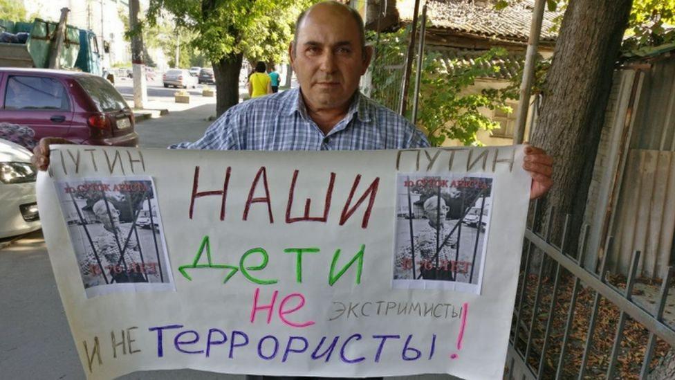У Криму пройшла низка одиночних пікетів - правозахисники