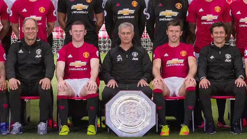 Watch: Whats missing from Manchester Uniteds team photograph?