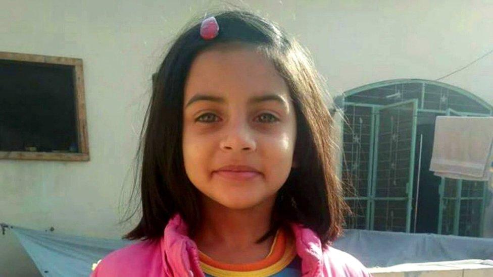 Zainab Ansari, de seis años, fue asesinada y abandonada bajo una montaña de basura en Kasur, Pakistán, donde se registraron al menos una decena de casos similares en el último año.