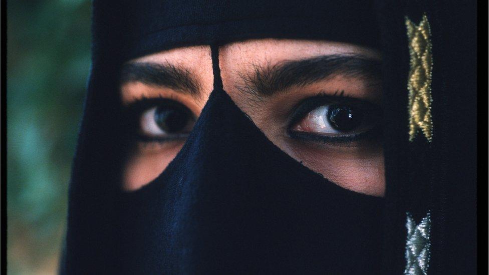 সৌদি নারীর সাথে একসঙ্গে বসে নাস্তায় করায় মিশরীয় পুরুষ গ্রেফতার