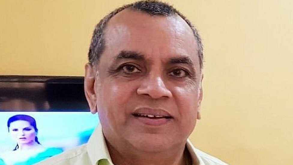 परेश रावल का नसीरुद्दीन शाह को जवाब 'पत्थर उठा कर नहीं मारा, न ही बाल पकड़े'