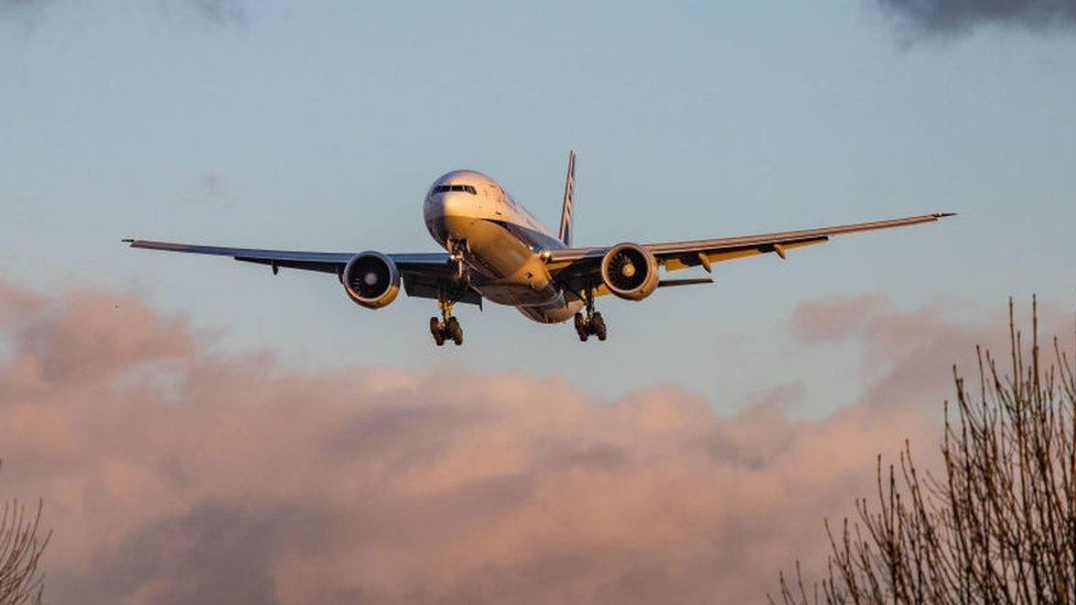 """Qué son los vuelos """"con ciudad oculta"""" y por qué las aerolíneas no qui ..."""