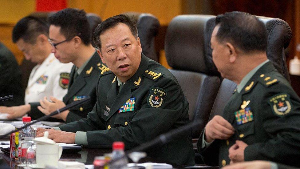 中央軍委聯合參謀部參謀長李作成(圖中)
