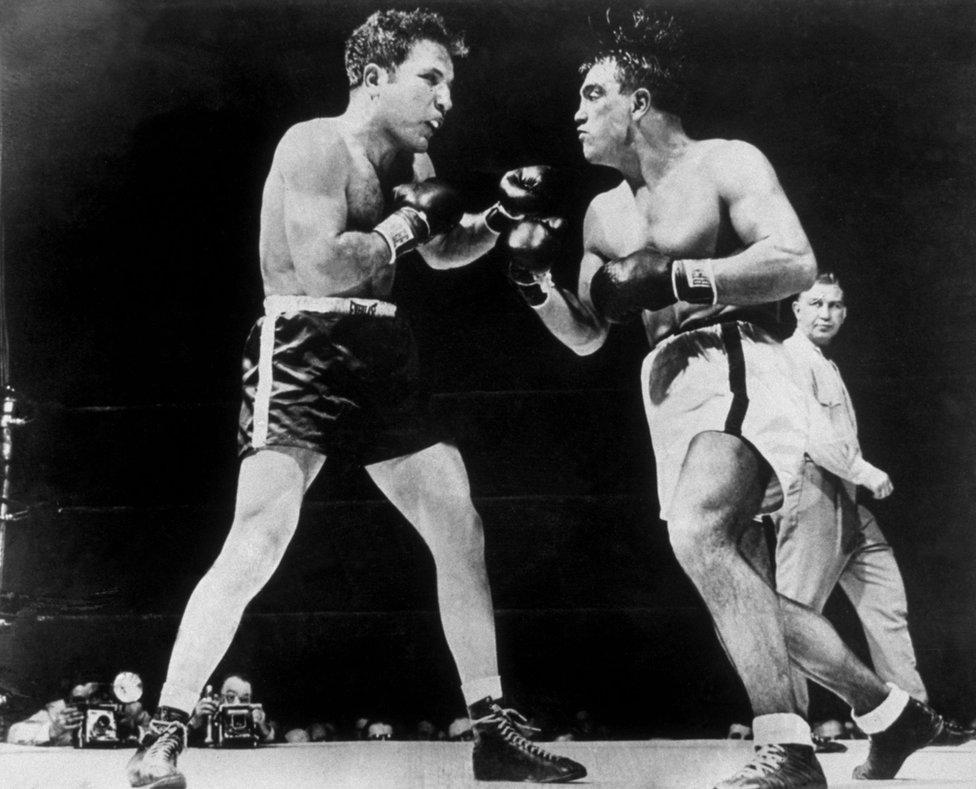 En 1949 LaMotta derrotó a Robert Villemain en un combate a 12 asaltos en el Madison Square Garden de Nueva York.