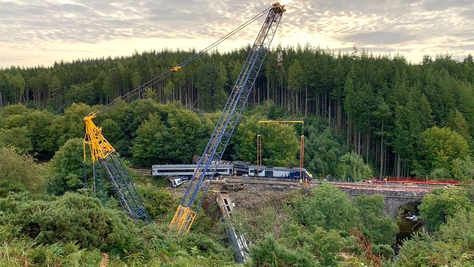 Crane starts to remove train carriages