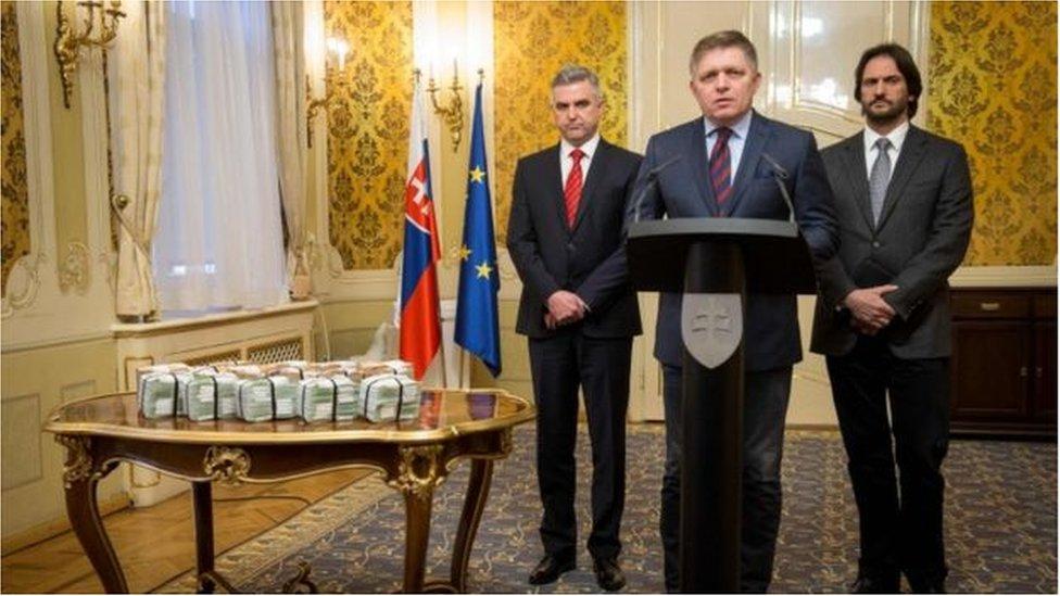 Thủ tướng và bộ trưởng công an Slovakia mất chức
