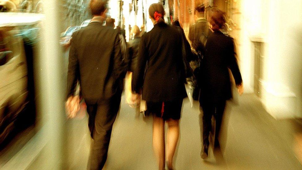 Otras investigaciones relacionan presencia femenina en directorios con mayor responsabilidad social empresarial.