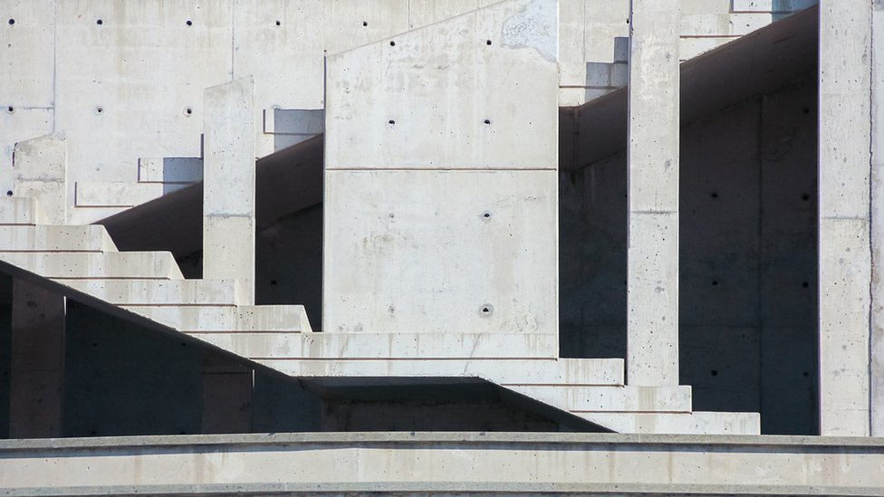 Edificación de puro concreto