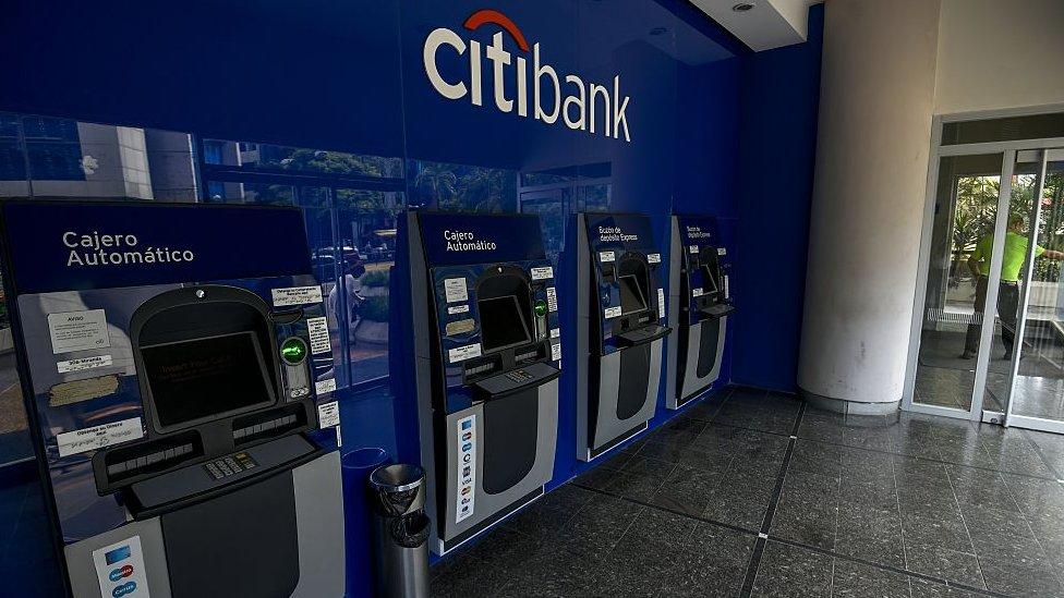 Citibank cancela cuentas de banco central de venezuela y for Banco exterior caracas