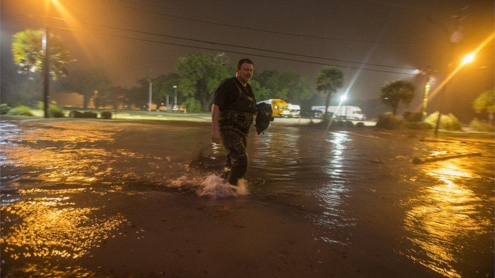 يٌخشى أن يتسبب الإعصار في فياضانات في المناطق المنخفضة