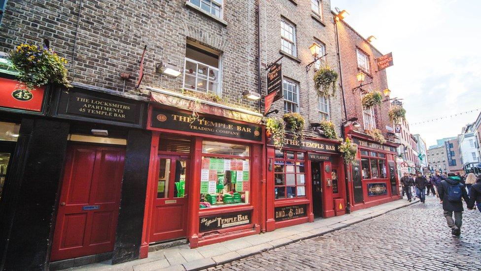 En la República de Irlanda hay miles de pubs y bares.