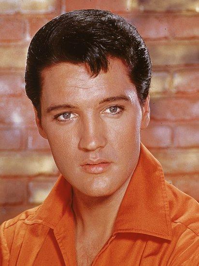Elvis Presley fue uno de los artistas estadounidenses más populares del siglo XX, un ícono cultural conocido ampliamente por su nombre de pila.