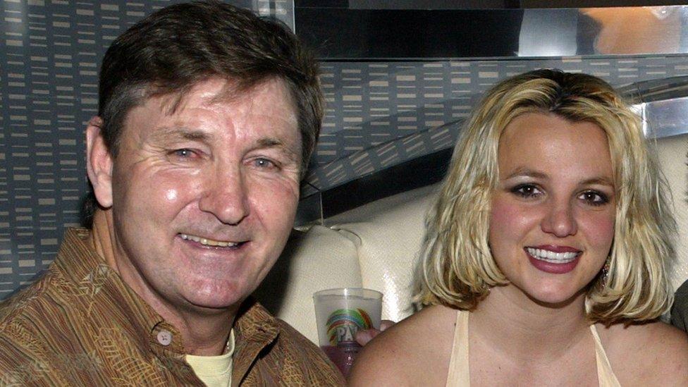 Britney Spears: una jueza rechaza una solicitud para retirar la tutela  legal de su padre sobre su patrimonio - BBC News Mundo