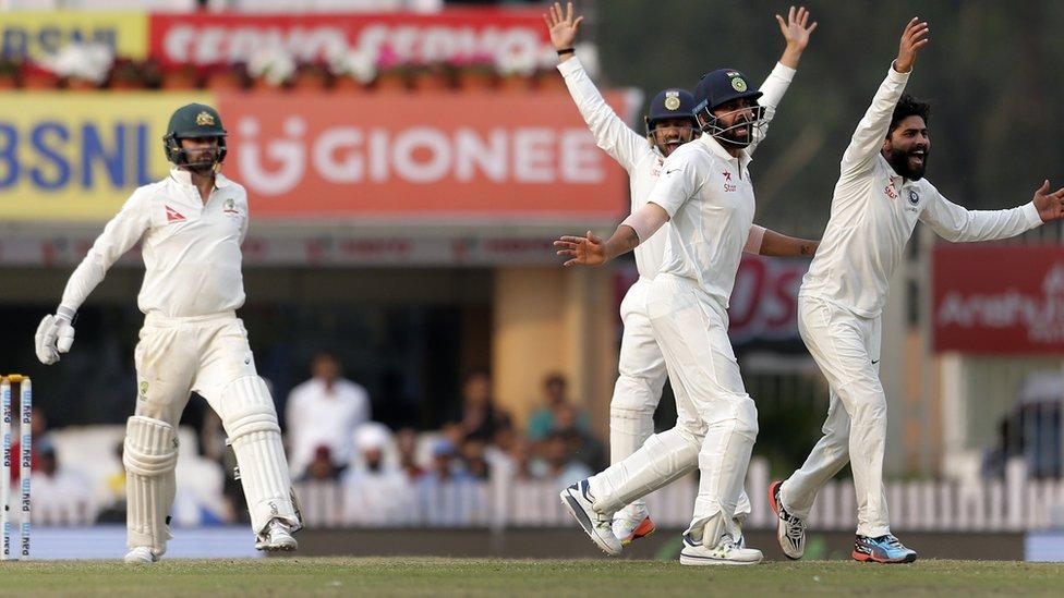 रांची टेस्ट में ऑस्ट्रेलिया के नाथन लायन के खिलाफ़ अपील करते भारतीय खिलाड़ी.