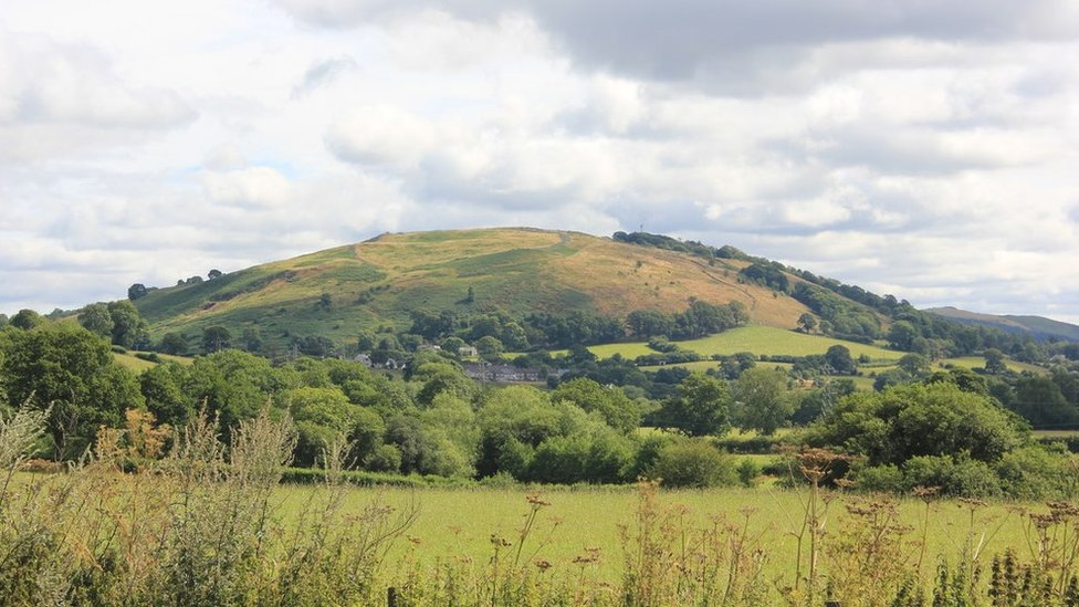Drewyn artwork: Giant's footsteps appear on Corwen hill